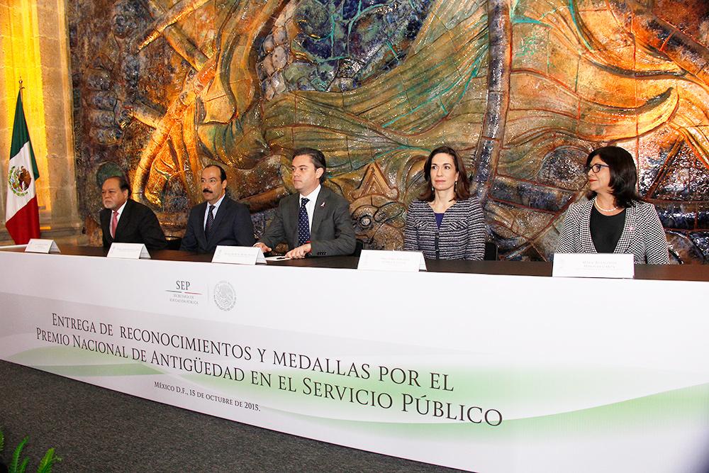 Mensaje del secretario de Educación Pública, Aurelio Nuño Mayer, durante  la entrega de reconocimientos por el Premio Nacional de Antigüedad en el Servicio Público