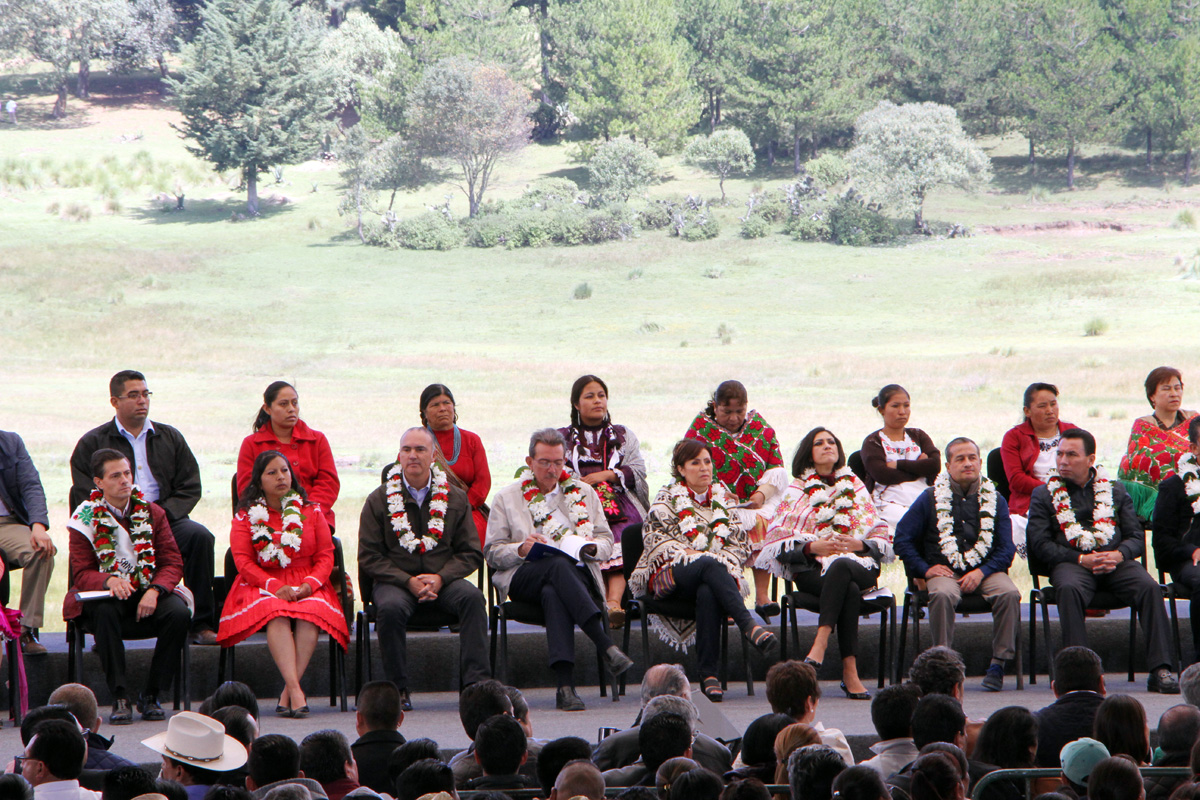 El Presidente Enrique Peña Nieto, al encabezar la ceremonia conmemorativa por el Día Mundial de la Alimentación y celebrar el reconocimiento por el Día Internacional de las Mujeres Rurales.