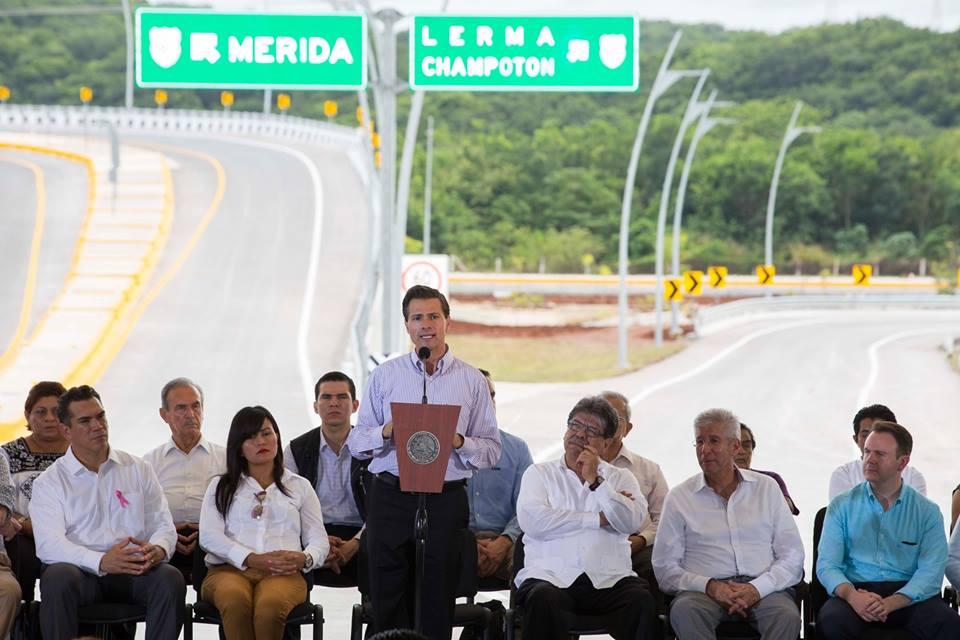 """El Primer Mandatario encabezó la conmemoración del Día del Caminero e inauguró la ampliación y modernización del Periférico """"Pablo García y Montilla""""."""