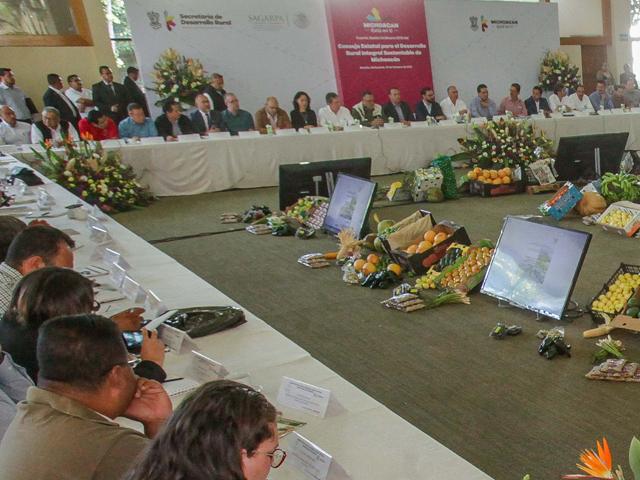 Participa secretario José Calzada Rovirosa en sesión ordinaria del Consejo Estatal para el Desarrollo Rural Integral de Michoacán.