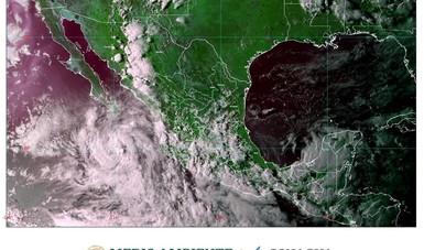 Imagen satelital con filtros de vapor de agua que muestra nubosidad sobre el territorio nacional. Logotipo de Semarnat y Conagua.