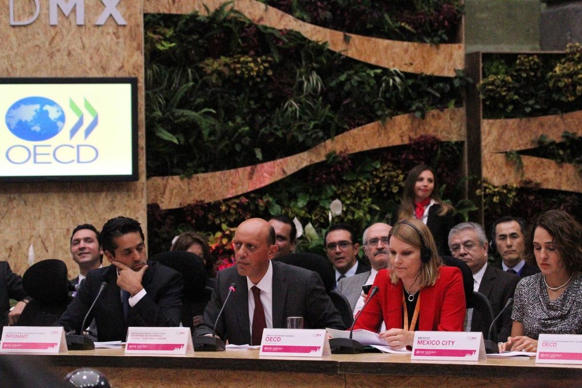 A nombre de la titular de la SEDATU, Rosario Robles, el subsecretario de Desarrollo Urbano y Vivienda, Juan Carlos Lastiri Quirós, clausuró los trabajos de la Sexta Mesa Redonda de Alcaldes y Ministros de la OCDE.