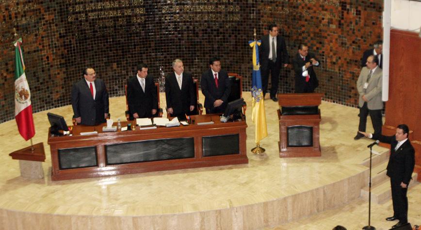 Toma de posesión del nuevo Gobernador de Jalisco, Aristóteles Sandoval Díaz, en sesión solemne en el Congreso estatal.