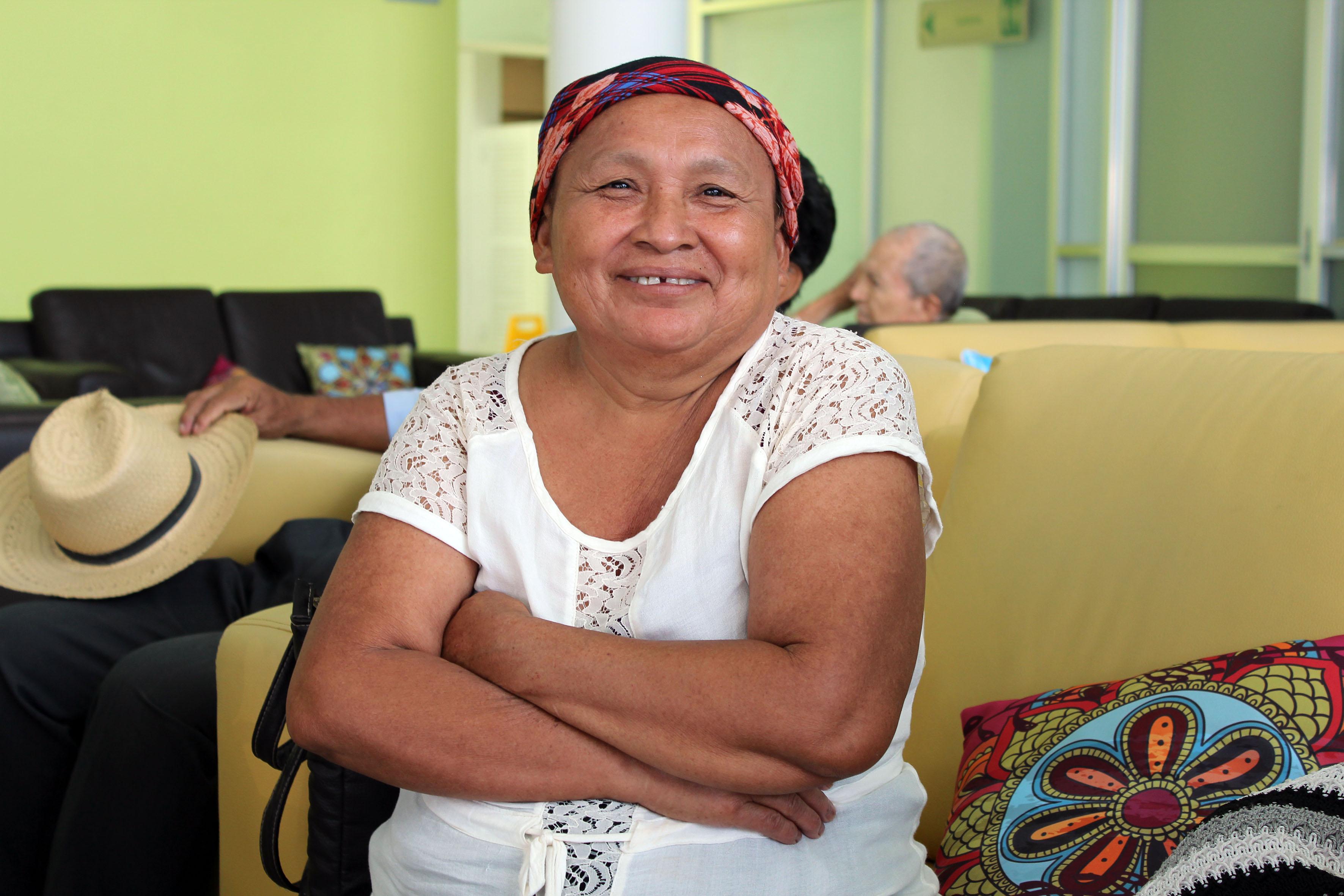 La señora Lizbeth del Carmen Manrique, de 57 años de edad, quien salvó su vida por haber detectado el padecimiento de manera temprana.