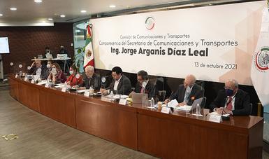 A través del programa de pavimentación de caminos a cabeceras municipales, se invirtieron 1,222 millones de pesos, para concluir 293 kilómetros correspondientes a 60 caminos en el estado de Oaxaca.