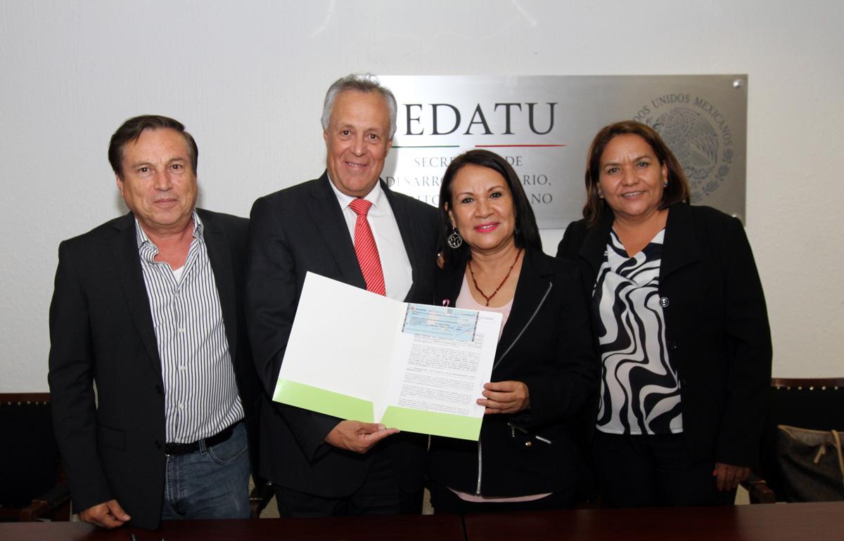 El subsecretario de Desarrollo Agrario, Gustavo Cárdenas Monroy, otorgó recursos en beneficio de mil personas para cursos de capacitación con recursos del Programa de Fomento al Desarrollo Agrario (FORMAR).