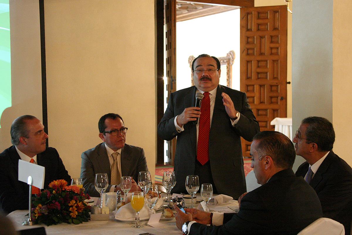 El Secretario Jorge Carlos Ramírez Marín con integrantes de la CONOREVI