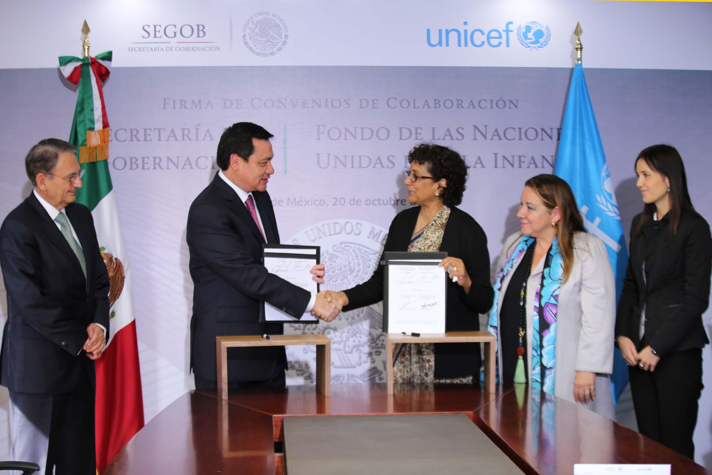 El Secretario de Gobernación, Miguel Ángel Osorio Chong, y la Directora Ejecutiva Adjunta del Fondo de las Naciones Unidas para la Infancia, Geeta Rao Gupta, firmaron dos convenios de colaboración, en materia de derechos humanos y de protección civil.