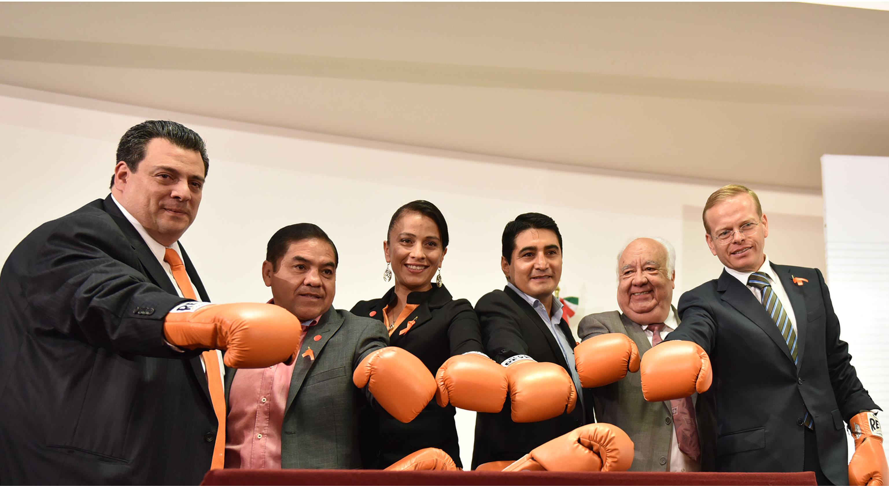 Integrantes del Consejo Mundial de Boxeo con el Subsecretario de Prevención y Participación Ciudadana, Arturo Escobar