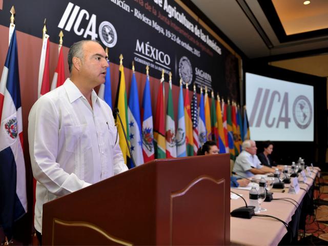 Mensaje del secretario, José Calzada Rovirosa, durante el Pleno Ministerial.