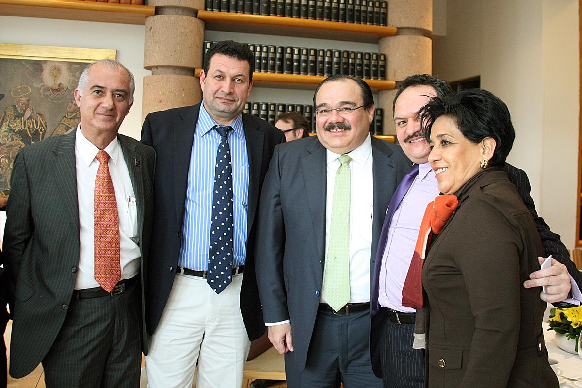 El Secretario de Desarrollo Agrario, Territorial y Urbano (SEDATU), Jorge Carlos Ramírez Marín con diputados federales integrantes de la Comisión de Desarrollo Metropolitano.