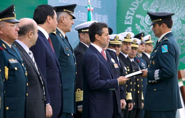 La Mención Honorífica que hoy reciben es un reconocimiento público a la importancia que tienen las Fuerzas Armadas para un país democrático como el nuestro.