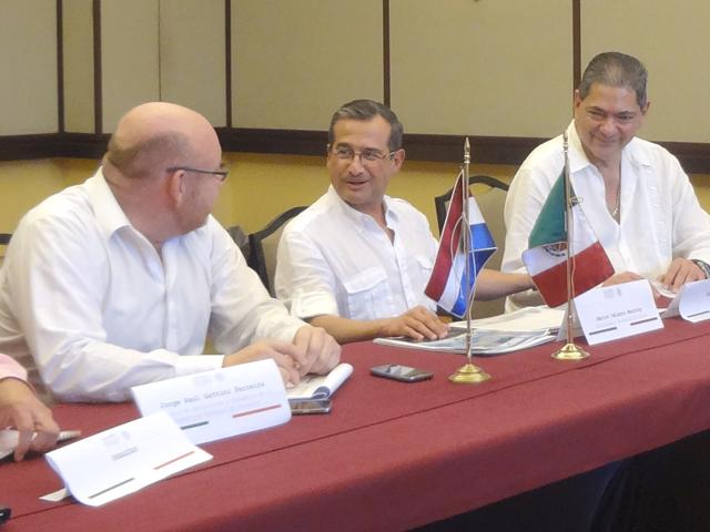 Reunión del subsecretario Héctor Velasco Monroy con el ministro de Agricultura de Paraguay, Jorge Raúl Gattini Ferreira.