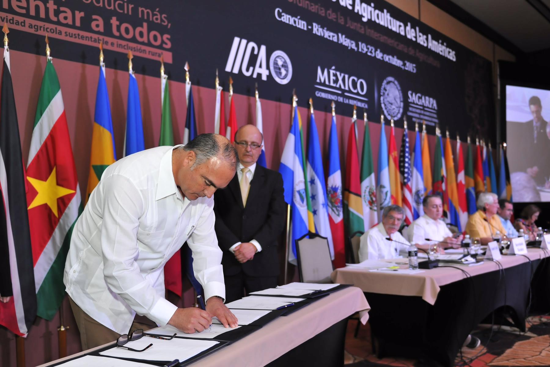 El titular de la SAGARPA y presidente de la JIA, José Calzada Rovirosa, encabezó la deliberación de los acuerdos y resoluciones finales.