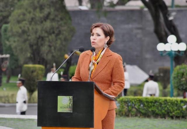 La secretaria Robles Berlanga encabezó la primera ceremonia de izamiento de la Bandera Nacional del año 2015 en el Campo Marte