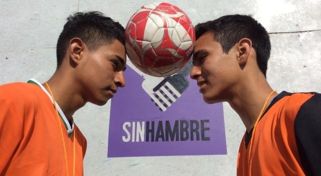 Jóvenes atendidos en el Comedor Comunitario Nueva Galeana, de Ciudad Juárez, formaron un equipo de futbol