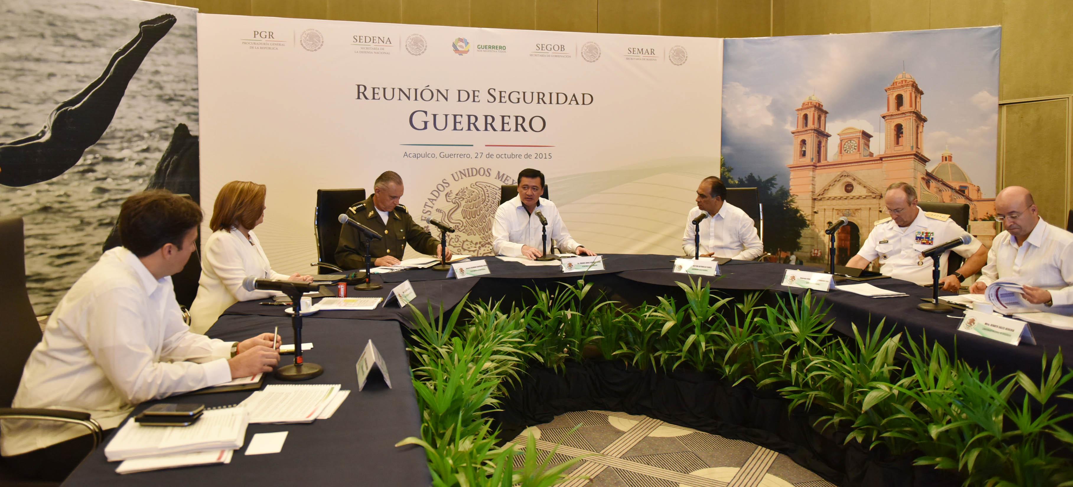 El Secretario de Gobernación, Miguel Ángel Osorio Chong, y el gobernador del estado de Guerrero, Héctor Astudillo, en la Reunión de Seguridad Guerrero, en el municipio de Acapulco, Guerrero.
