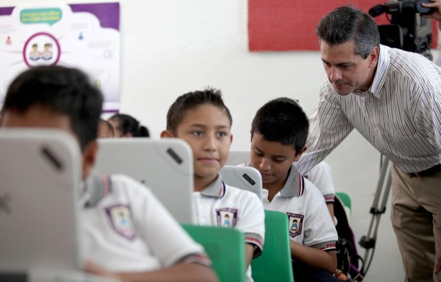 Hoy lo que debemos trabajar en nuestro país y por lo que estamos esforzándonos las autoridades, es por elevar la calidad de la educación.