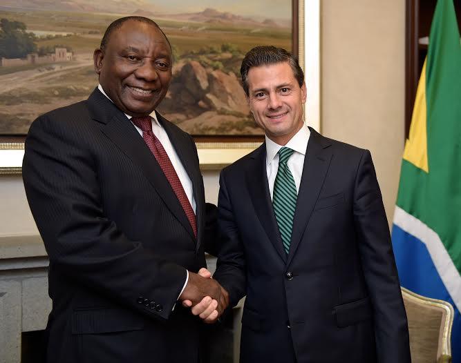 El Primer Mandatario extendió una invitación al Presidente de la República de Sudáfrica, Jacob Zuma, a visitar México el año próximo.