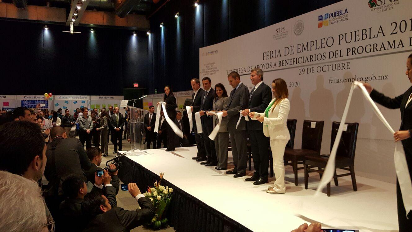 La Subsecretaria de Empleo y Productividad Laboral, Patricia Martínez Cranss, hizo entrega de apoyos por más de 2 millones de pesos a beneficiarios del Programa de Apoyo al Empleo.