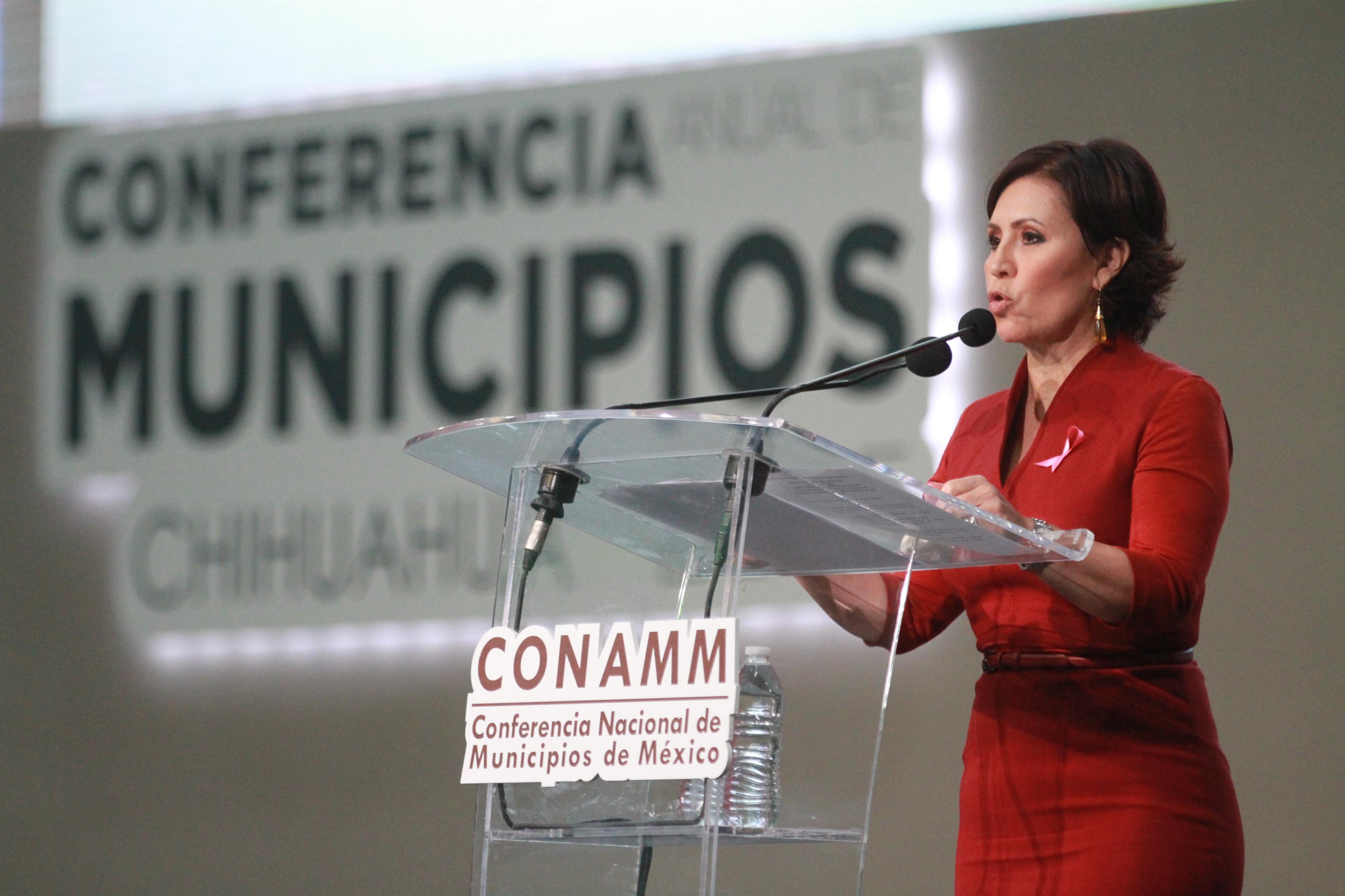 La Titular de SEDATU, Rosario Robles Berlanga se dirige a cientos de ediles, autoridades de los tres órdenes de gobierno, con una conferencia magistral en el Centro de Exposiciones y Convenciones de Chihuahua.