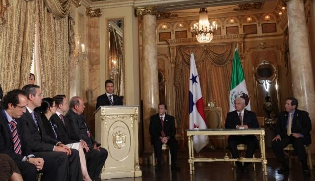 Me da mucho gusto estar aquí, en Panamá, saludarle con mi mayor respeto y afecto; y, sobre todo, agradecer la hospitalidad de la que somos objeto quienes integramos la comitiva de México, que participa en dos importantes encuentros:
