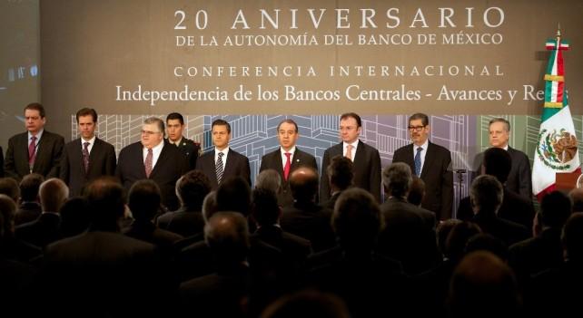 La labor del Banco de México de mantener el poder adquisitivo de la moneda nacional, ha sido facilitada por el sano manejo de las finanzas públicas que México ha mostrado ya por muchos años.