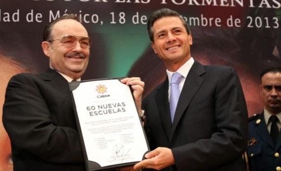 En nombre de los mexicanos y del Gobierno de la República, hoy le agradezco a Organización Editorial Mexicana este gesto que está destinado a la reconstrucción y construcción de 60 nuevas escuelas.
