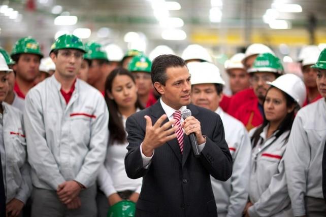 Ustedes saben que los productos que se fabrican en esta planta no sólo van al mercado nacional, sino que gran parte, como me lo ha compartido aquí el Director General de esta empresa, 70 por ciento va a 100 países del mundo.