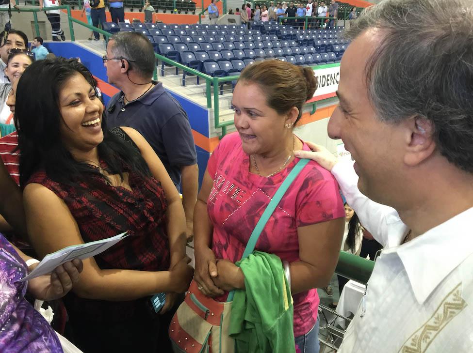 Supervisa Meade Kuribreña entrega de televisiones digitales en Sinaloa