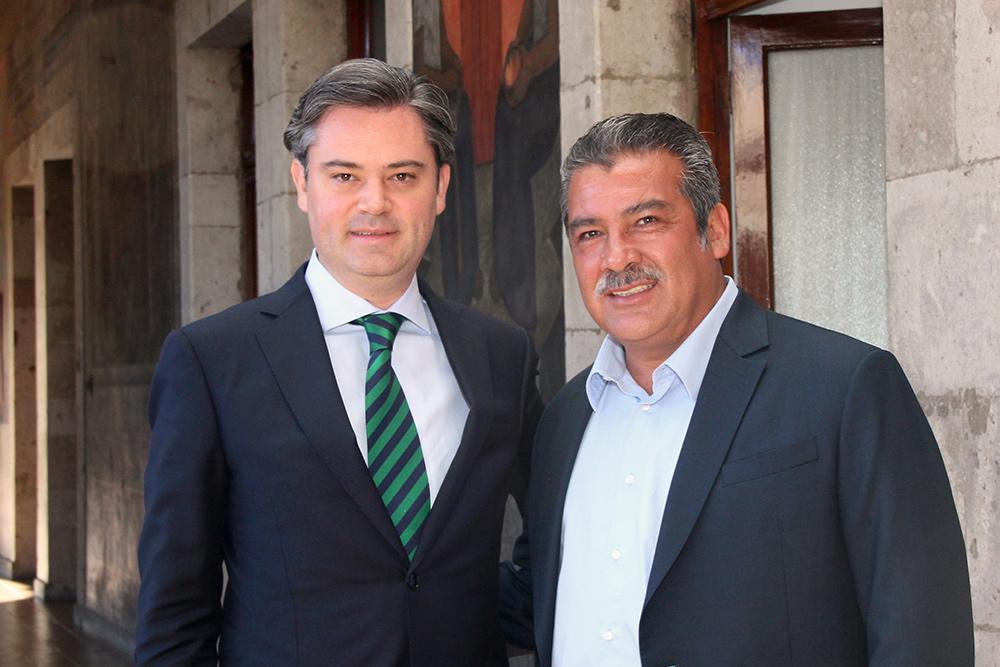 Nuño Mayer y el senador Morón Orozco dialogan sobre avances de la Reforma Educativa