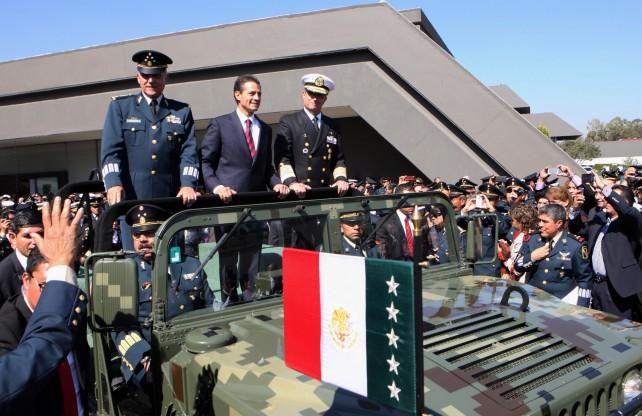 """""""Como Presidente de la República, hoy reconozco su lealtad, patriotismo y trabajo incansable a favor de nuestra Nación""""."""