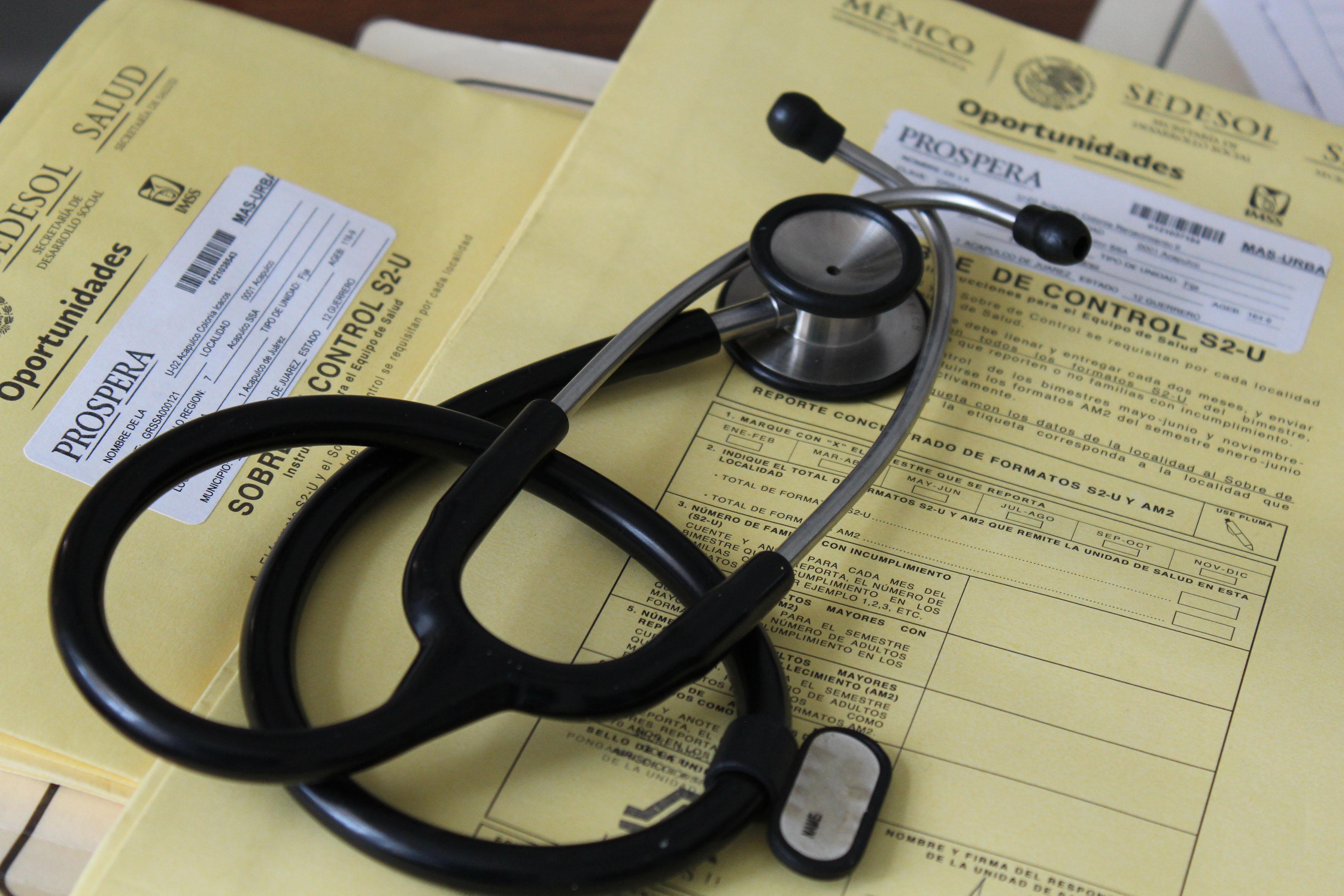 """Profesionales de salud que atiendena población de """"PROSPERA"""" actualizan sus conocimientos médicos"""