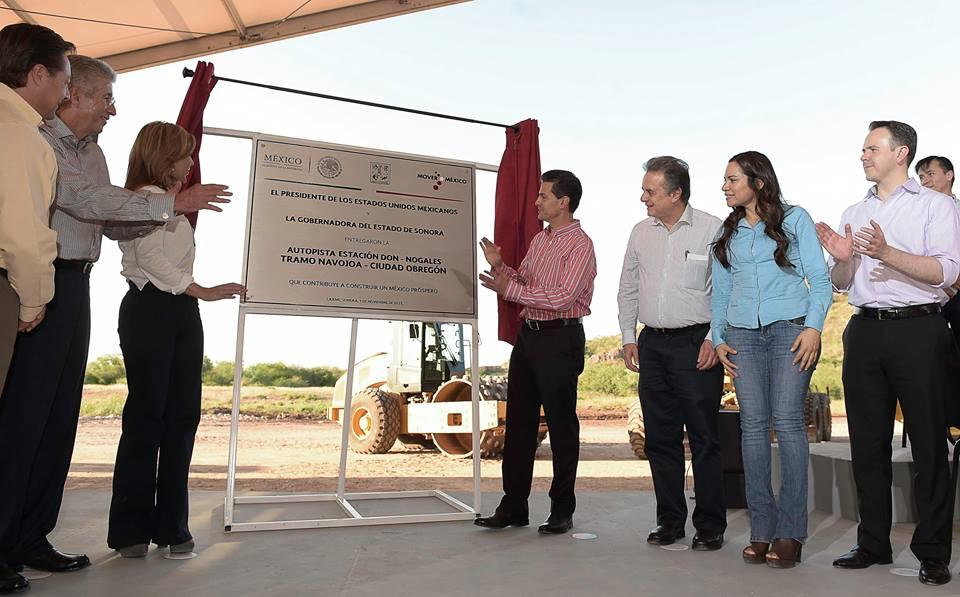 El Titular del Ejecutivo Federal recordó que las obras inauguradas hoy forman parte del eje carretero más importante que recorre el estado de Sonora, de 652 kilómetros de longitud.