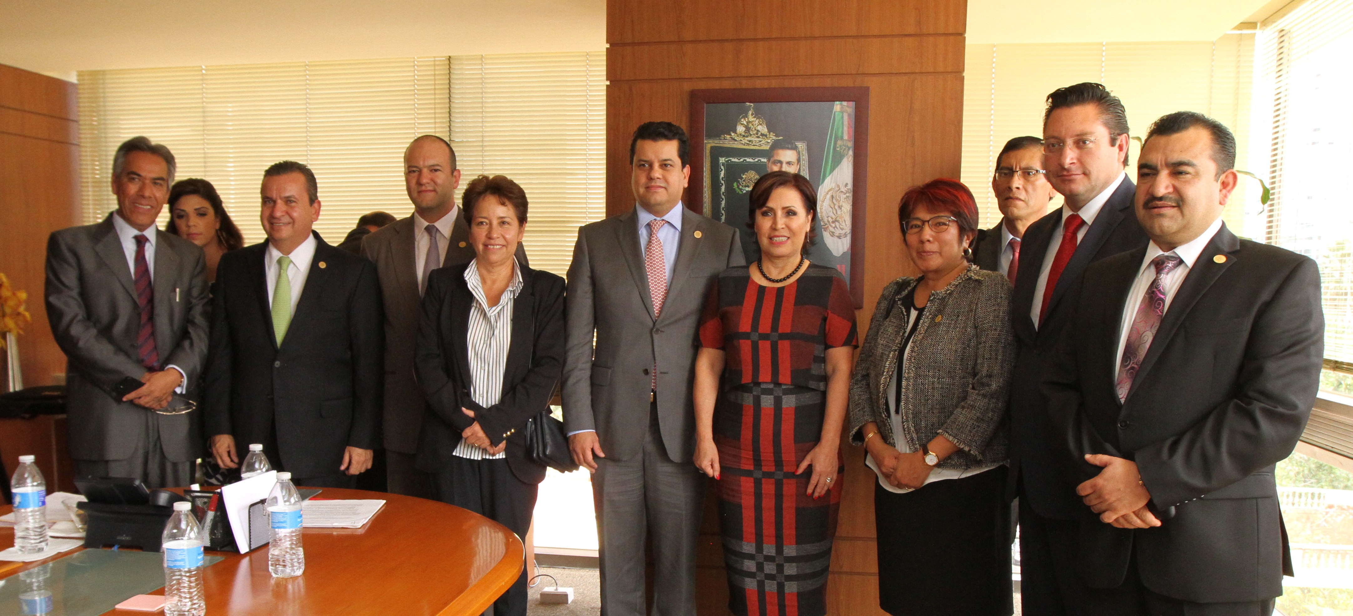 La maestra Rosario Robles recibió a la mesa directiva de la Comisión legislativa de Desarrollo Urbano y Ordenamiento Territorial, que preside el diputado federal, Raúl Domínguez Rex.