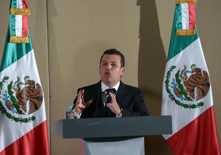 """""""No se autoriza por ningún motivo y bajo ninguna circunstancia, el suministro, ni la comercialización de la marihuana"""", dijo Humberto Castillejos."""