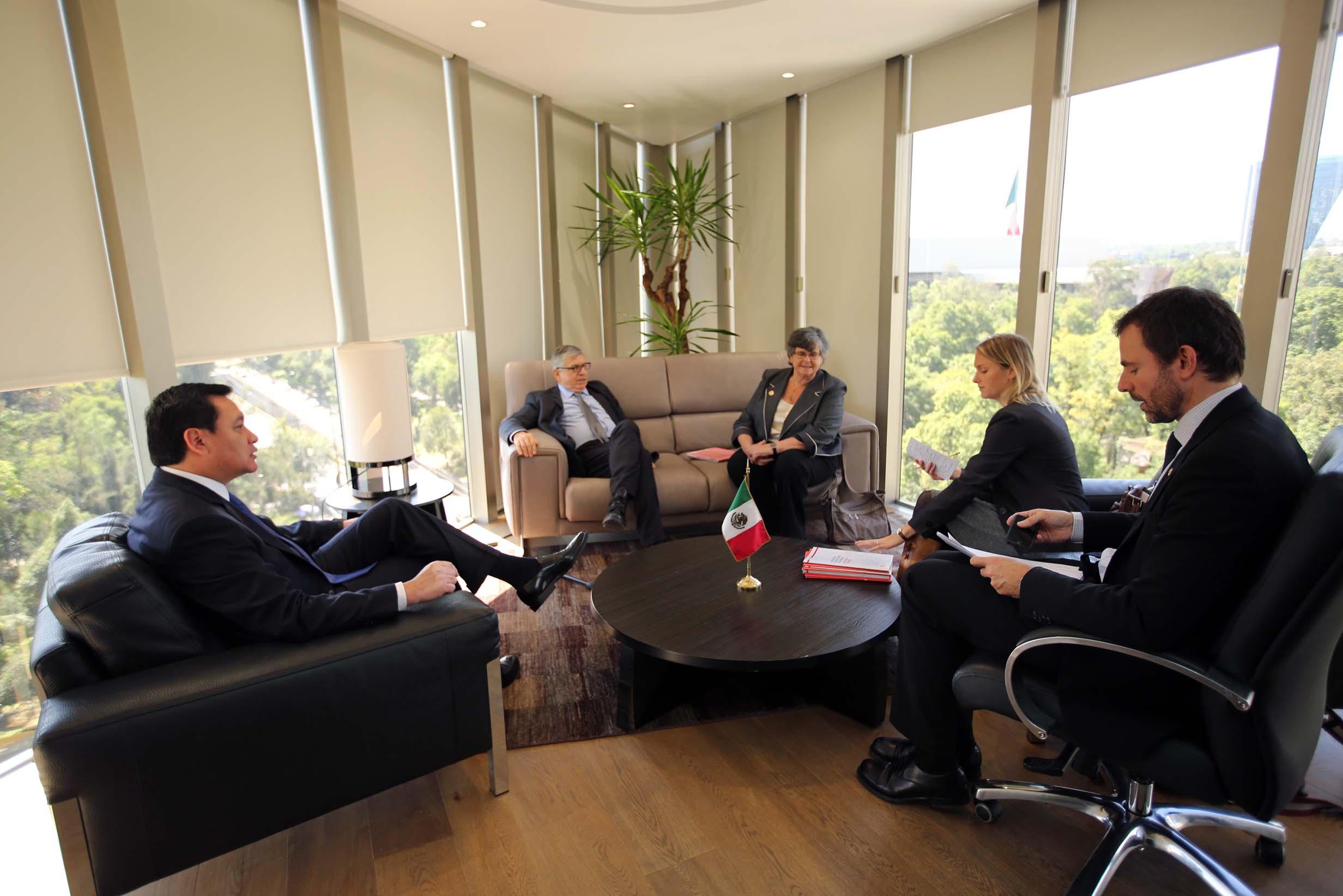 El Secretario de Gobernación, Miguel Ángel Osorio Chong, se reunió los ex presidentes de Suiza, Ruth Dreifuss,  y Colombia, César Gaviria, ambos integrantes de la Comisión Global de Política de Drogas