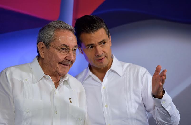 """""""Cuba y México somos pueblos orgullosamente latinoamericanos y compartimos el privilegio de ser caribeños"""", dijo el Presidente Peña Nieto al Presidente Raúl Castro Ruz."""