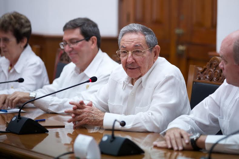 """""""Agradezco sinceramente las emotivas palabras del Presidente Enrique Peña Nieto, que reflejan su voluntad de continuar fortaleciendo las históricas relaciones entre Cuba y México"""": Raúl Castro Ruz."""