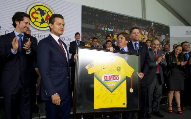 El Presidente Enrique Peña Nieto recibió al Club América, Campeón del Torneo Clausura 2013