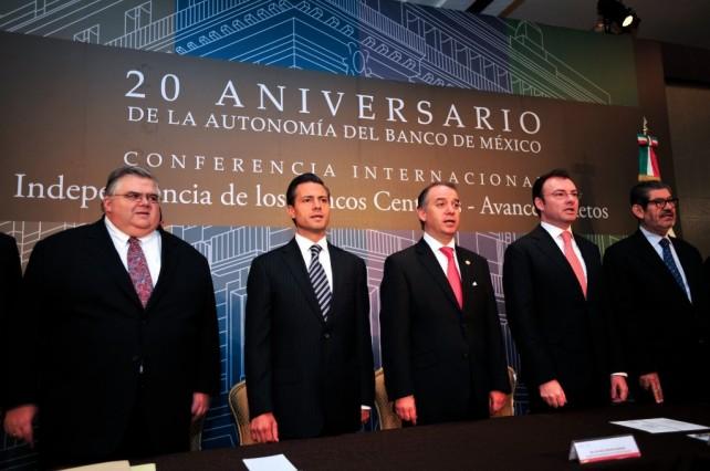 Refrenda el Presidente Peña Nieto su compromiso de respetar y respaldar la autonomía del Banco de México