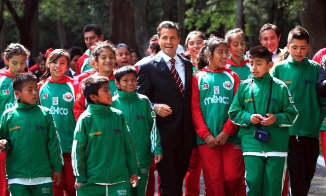 Recibe el Presidente Enrique Peña Nieto a niñas y niños campeones del IV Festival Mundial de Mini Baloncesto 2013