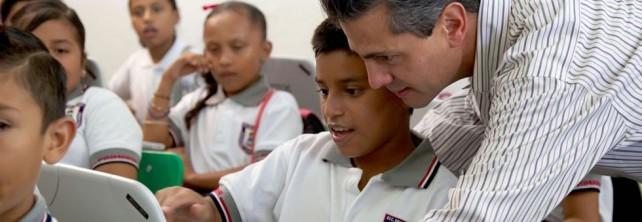 """Entregó el Presidente Peña Nieto las primeras computadoras del Programa  """"MiCompu.Mx"""",a niños de quinto y sexto de primaria"""