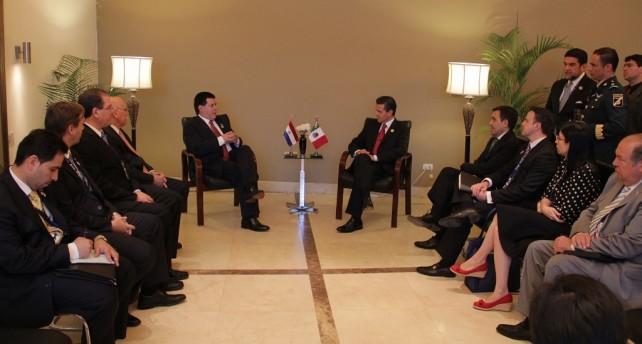 Entrevista que concedió el Presidente Enrique Peña Nieto a reporteros que acompañan a la Delegación de Paraguay
