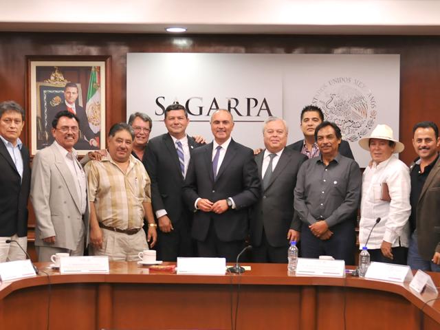 Acuerdan SAGARPA y pescadores del sector  social fortalecer productividad y cadenas de valor.