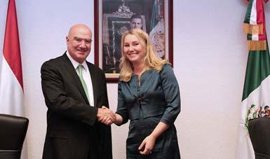 Juan José Guerra Abud, recibió a la Ministra de Infraestructura y Medio Ambiente de los Países Bajos, Melanie Schultz van Haegen.