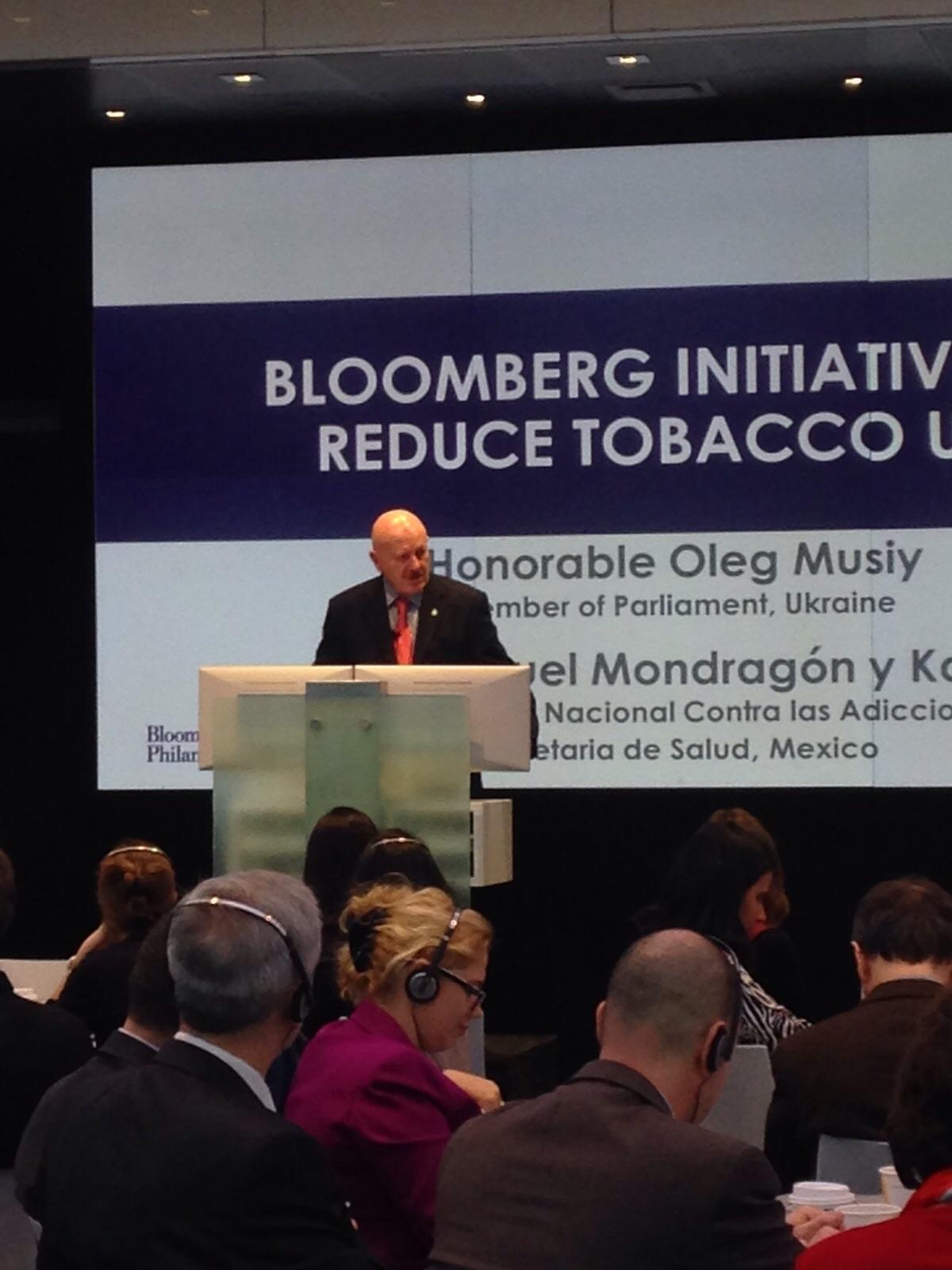 """Iniciativa Bloomberg para reducir el consumo de tabaco""""."""