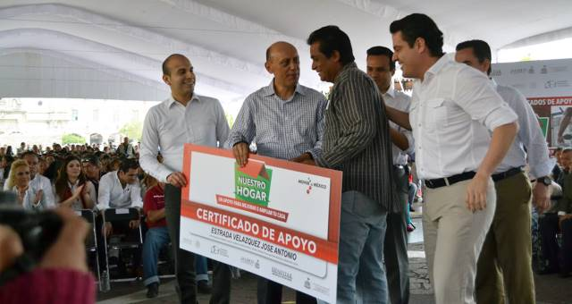 Entregaron la Secretaría de Desarrollo Social (Sedesol) y el Gobierno de Jalisco apoyos para vivienda.