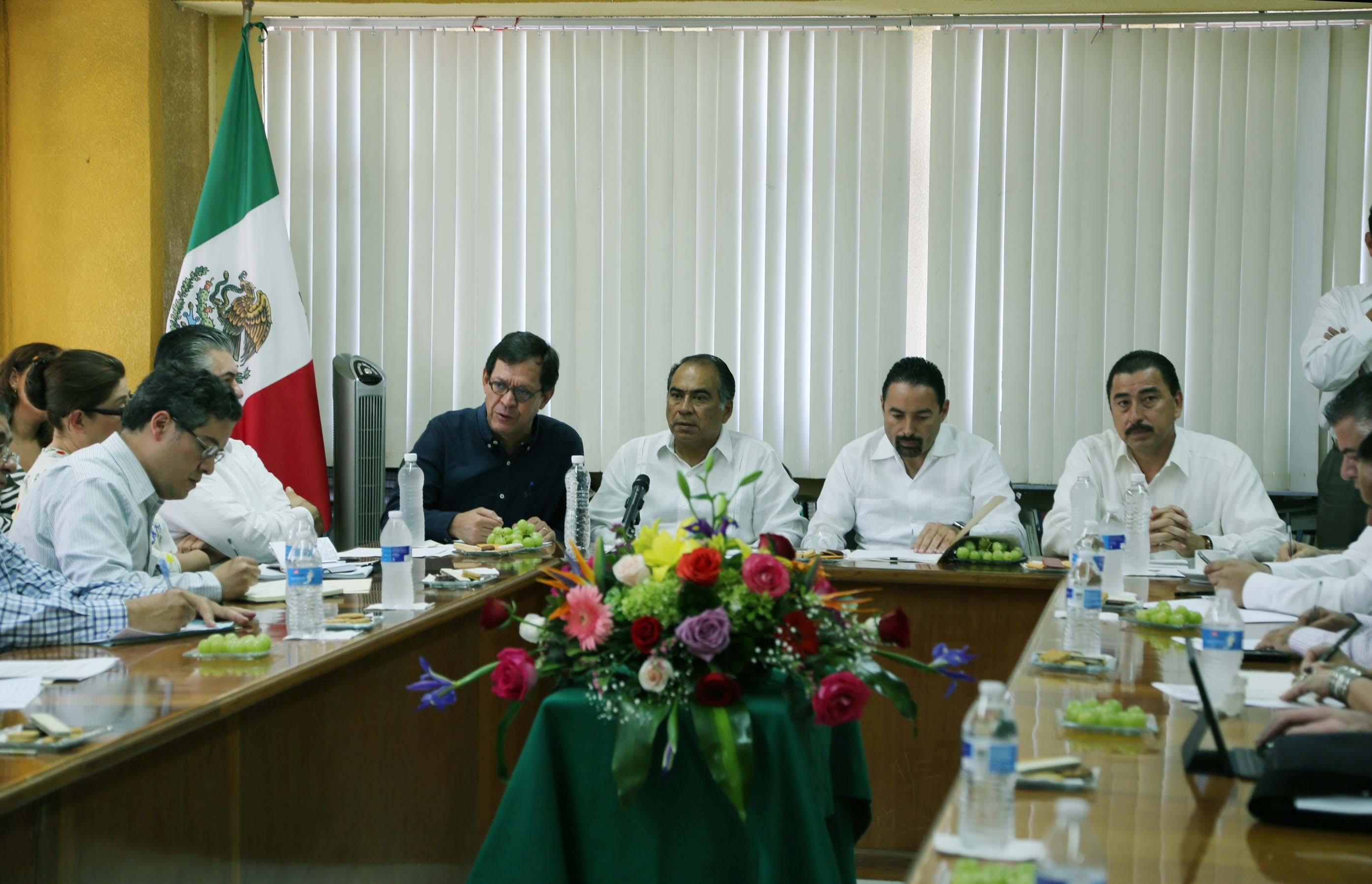 Reunión del Subsecretario de Derechos Humanos, Roberto Campa; el gobernador de Guerrero, Héctor Astudillo; y familiares en situación de víctimas del caso Avispones, en Chilpancingo, Guerrero.