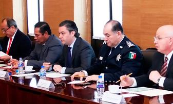 Acuerdan gobernadores de Chiapas, Oaxaca y Michoacán con secretario de Educación